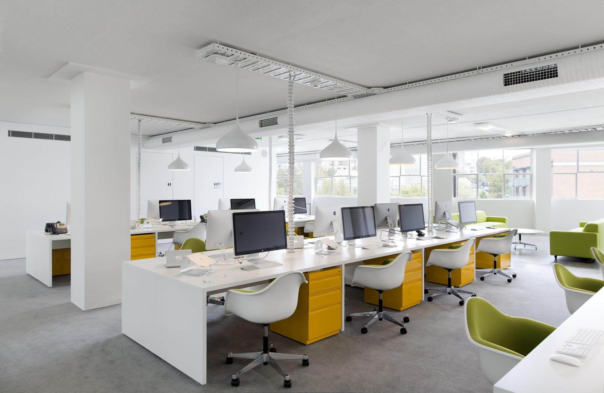 Mẫu thiết kế nội thất văn phòng cho phòng làm việc nhân viên có diện tích lớn